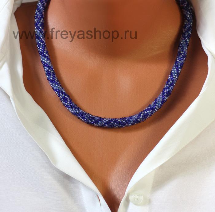 Синее колье-жгут из бисера с узором, авторская работа, Россия.