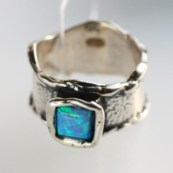 Кольцо из серебра с опалом, чеканка, Израиль