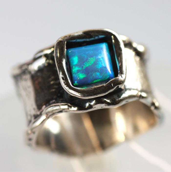 кольцо серебряное с сапфирами