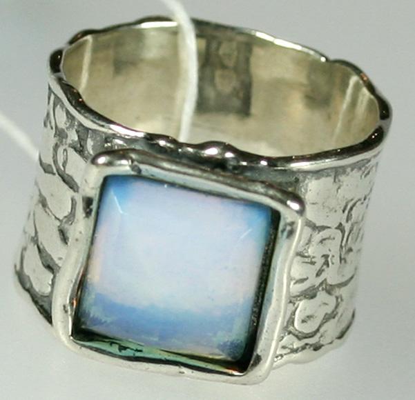 Серебряное кольцо с лунным камнем, чеканка, Израиль
